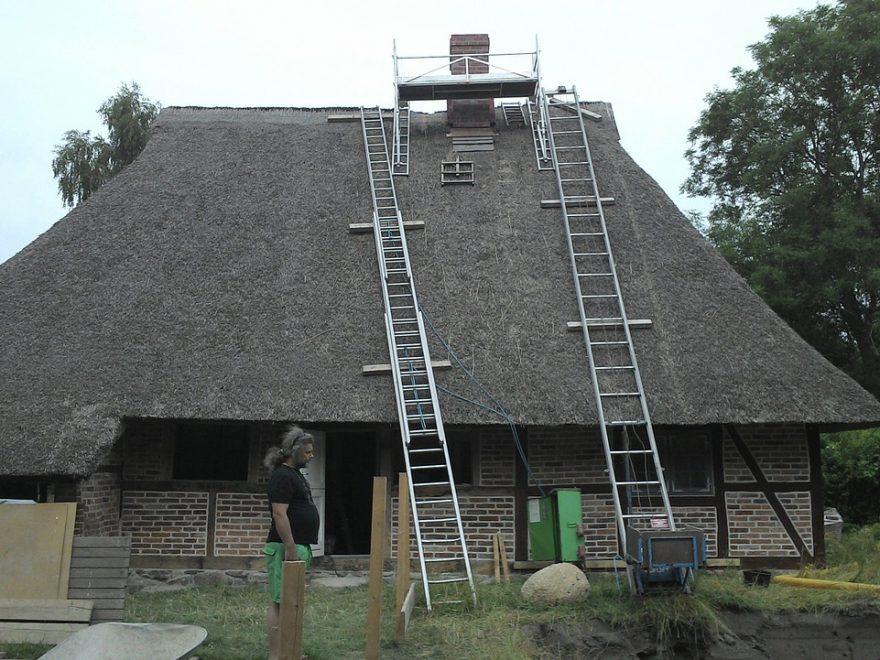 Renowacja dachów z trzciny